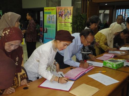 Registrasi ulang peserta seminar